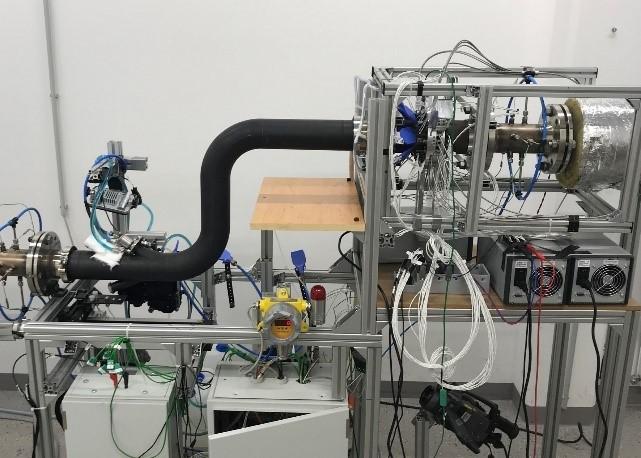 Der Prototyp, eingebaut für ein Messexperiment am Heißgasprüfstand